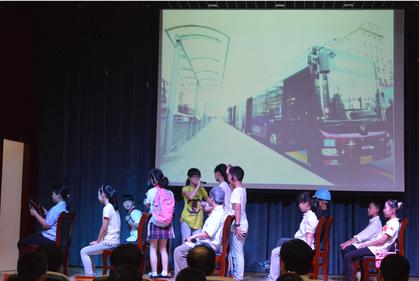 主题是--践行文明礼仪,争做文明公民,活动以诗歌表演《弟子规》为开图片