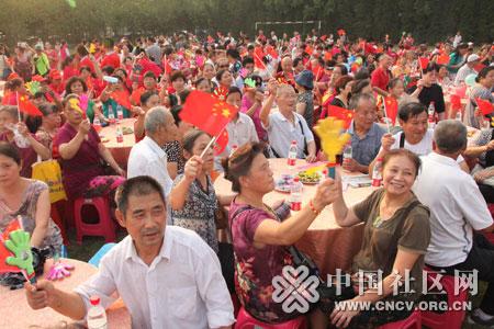 社区居民欢聚一堂共庆中秋佳节.jpg