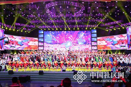 2015年2月9日,第四届全国社区网络春晚昨日在武汉开演,全国各地社区500名文艺志愿者齐聚录制晚会。_副本.jpg