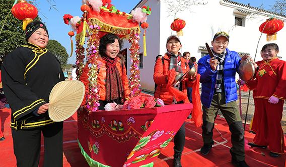 武汉新洲区开展暖场春节游  展年俗文化