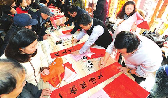 泼墨送福 苏州举办新年写春联大型惠民活动