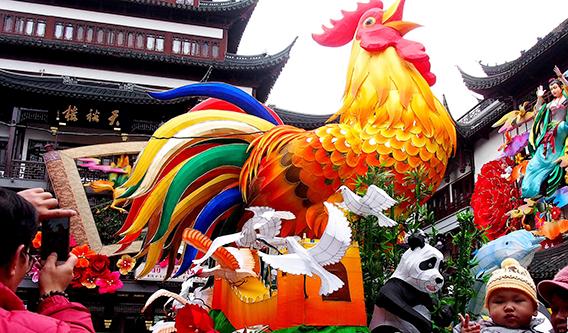 """新春将至 """"鸡""""祥如意气氛浓"""