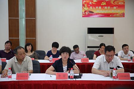 百步亭社区党委副书记李菱解答参会人员所提出的问题2.JPG